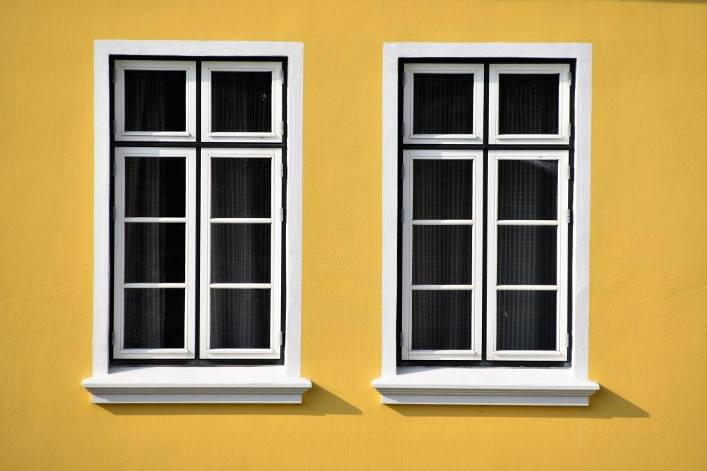 fenetre mur jaune